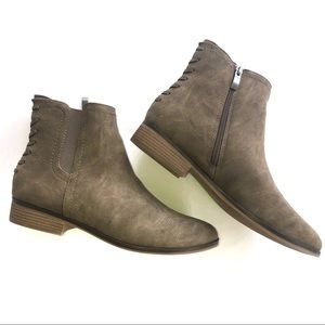 NWOT Limelight Dylan Ankle Boots size 9